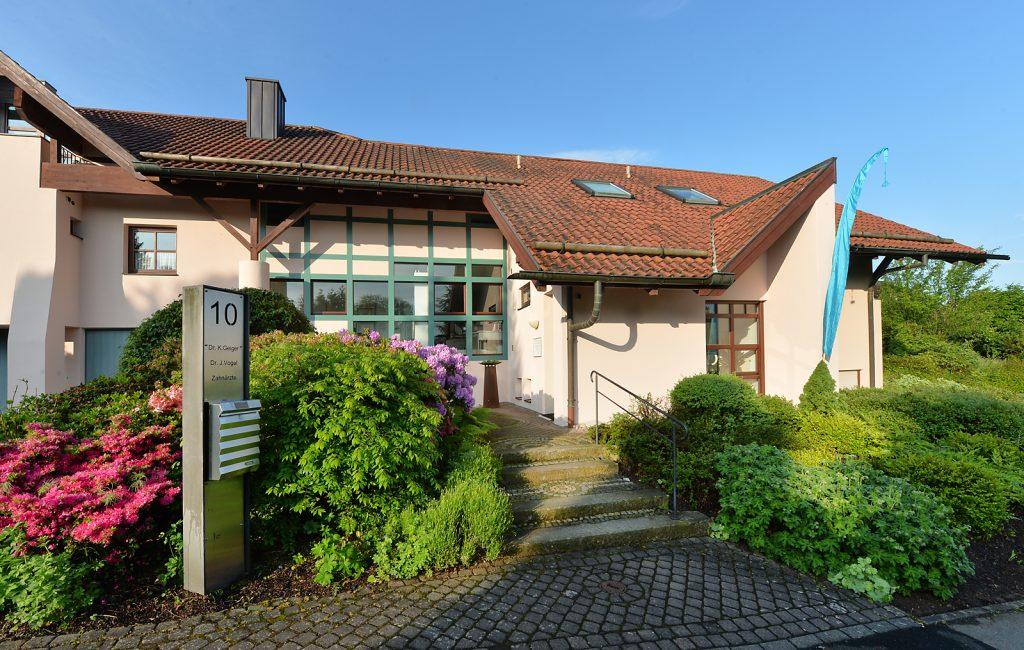 Zahnarztpraxis Dr. Konrad Geiger + Dr. Jacqueline Vogel - Pferdskopfstr. 10, 36163 Poppenhausen